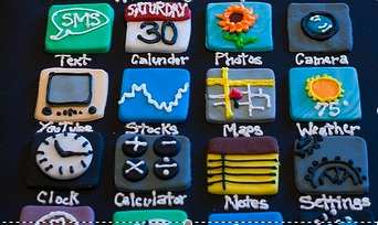 i heart iPhone cake.